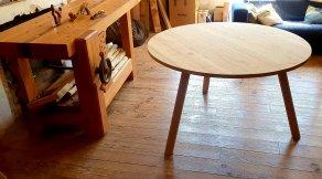 Table ronde à 3 pieds